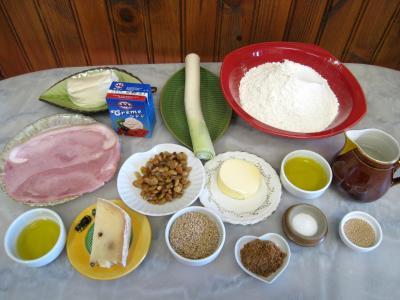 Ingrédients pour la recette : Pizza au poireau en amuse-bouche