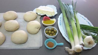 Ingrédients pour la recette : Focacia aux poireaux et au reblochon