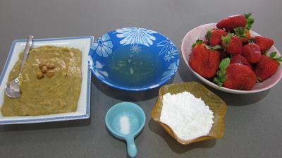 Ingrédients pour la recette : Mousse aux noisettes et aux fraises