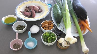 Ingrédients pour la recette : Concombre, poireaux et calamars à l'aigre-doux
