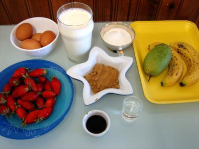 Ingrédients pour la recette : Fraises et mangue au caramel