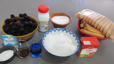 Ingrédients pour la recette : Syllabub aux mûres