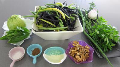 Ingrédients pour la recette : Haricots verts et courgettes gratinés aux fines herbes