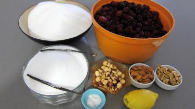 Ingrédients pour la recette : Gelée de mûres aux mendiants