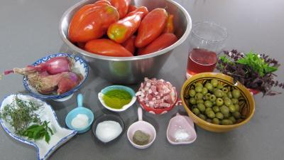 Ingrédients pour la recette : Sauce tomates aux olives (conserve)