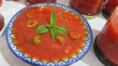 sauce pour pâtes : Assiette de sauce tomates aux olives