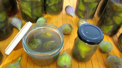 fruits au sirop : Bocaux de figues au sirop de feuilles de stévia