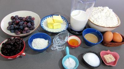 Ingrédients pour la recette : Pain au lait aux raisins frais et cranberries secs