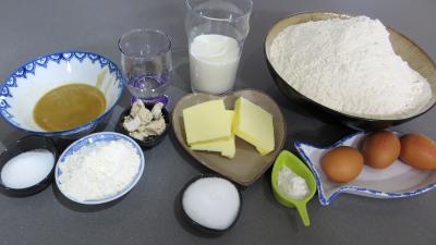 Ingrédients pour la recette : Pâte à pizza au lait