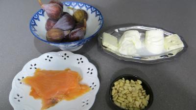 Ingrédients pour la recette : Amuse-bouche aux figues