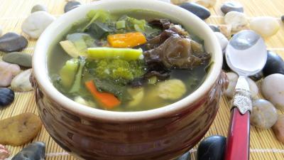 huile d'arachide : Bol de soupe minceur de batavia et légumes