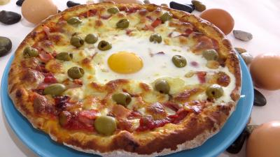 Conserve sauce pizza aux olives : Assiette de pizza Capri