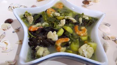 Cuisine diététique : Soupière de soupe de lotte d'automne aux légumes
