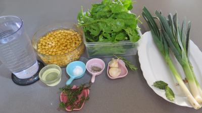 Ingrédients pour la recette : Soupe de pois chiches à la provençale