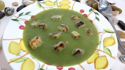 Cuisine diététique : Assiette de soupe de pois chiches à la provençale