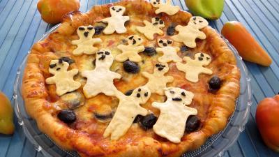 pizza au fromage : Assiette de pizza regina et ses fantômes