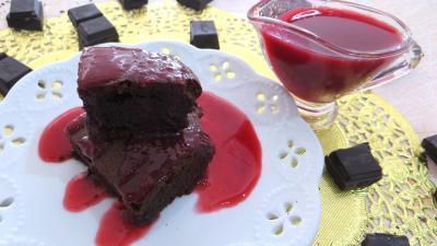 chocolat noir : Assiette de brownies au chocolat