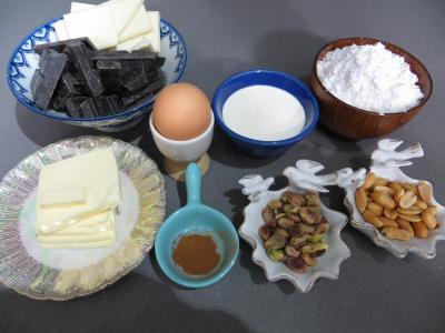 Ingrédients pour la recette : Truffes pistaches et cacahuètes