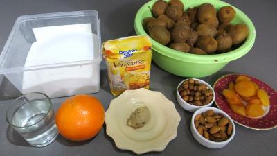 Ingrédients pour la recette : Confiture de kiwis aux fruits secs