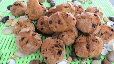 Image : Petits pains de seigle aux raisins ou benoîtons
