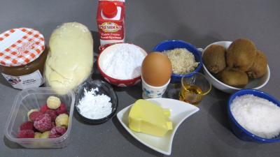 Ingrédients pour la recette : Tarte à la noix de coco et aux kiwis