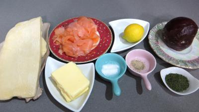 Ingrédients pour la recette : Feuilletés à la mousse de saumon fumé