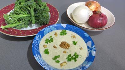 Ingrédients pour la recette : Oignons et brocolis à la vapeur