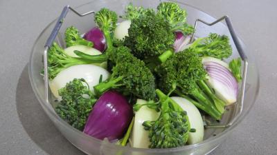 Oignons et brocolis à la vapeur - 2.3