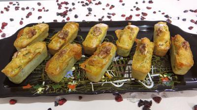 gorgonzola : Plat de mini cakes au gorzonzola et aux noix