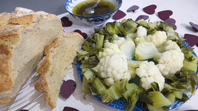 chou-fleur : Assiette de chou-fleur vapeur et ses feuilles