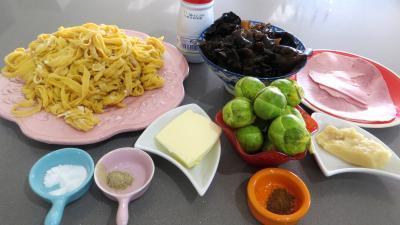 Ingrédients pour la recette : Tagliatelle au jambon et champignons shitakes