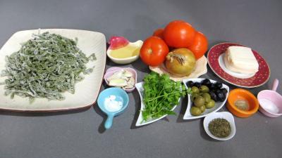 Ingrédients pour la recette : Tagliatelles fraîches aux épinards et sa sauce au vésuve