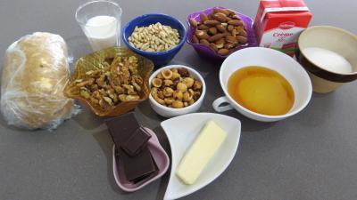 Ingrédients pour la recette : Tarte au caramel aux mendiants