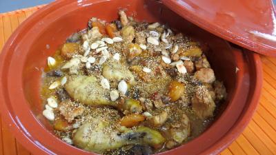 tajines : Tajine de poulet aux abricots secs