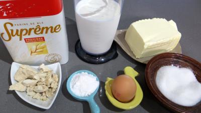 Ingrédients pour la recette : Croissants variés et chocolat