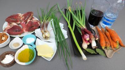 Ingrédients pour la recette : Coeurs d'agneau au vin rouge