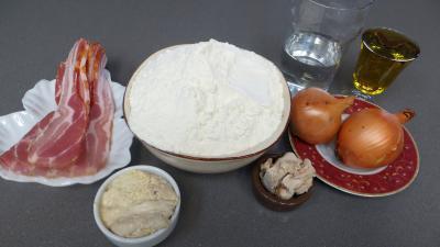 Ingrédients pour la recette : Pains croissants aux lardons et oignons