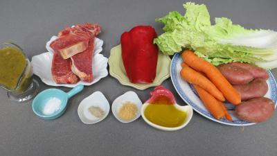 Ingrédients pour la recette : Brochettes de boeuf et légumes à la vapeur