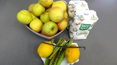 Ingrédients pour la recette : Confiture de pommes à la rhubarbe façon compote