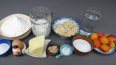 Ingrédients pour la recette : Croissants à la crème aux abricots