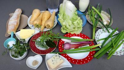 Ingrédients pour la recette : Crème de panais au bleu d'Auvergne