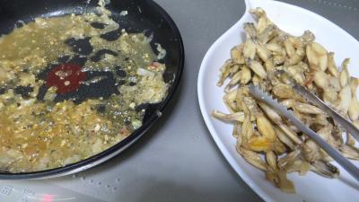 Oeufs brouillés aux petits pois et cuisses de grenouilles - 4.2