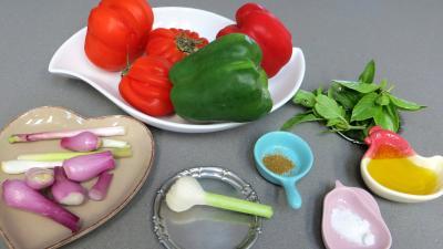 Ingrédients pour la recette : Poivrons aux tomates