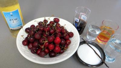 Ingrédients pour la recette : Cerises au vin blanc