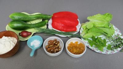 Ingrédients pour la recette : Fromage blanc aux concombres en verrines