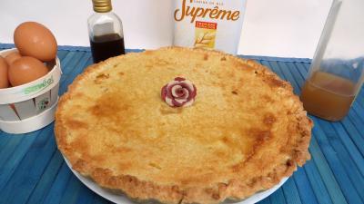 pâte sablée : Assiette de tarte aux prunes jaunes