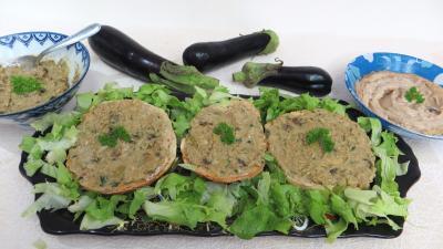 Entrées & salades : Assiette de tartines de pain aux aubergines