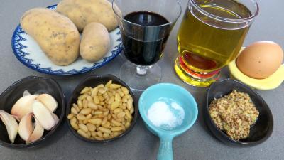 Ingrédients pour la recette : Sauce à l'ail et aux pignons