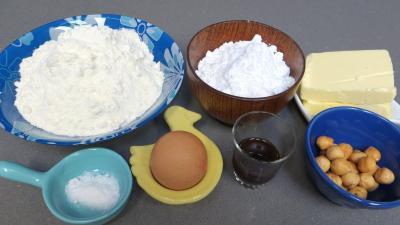 Ingrédients pour la recette : Pâte sucrée aux noisettes