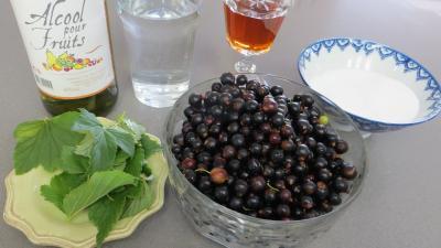 Ingrédients pour la recette : Crème de cassis revisitée